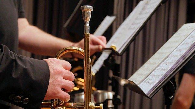 8)オーケストラ、吹奏楽団に入団する