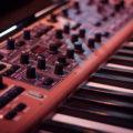 【音楽制作】シンセサイザーの仕組みと構造を解説!シンセを構成する4つの機能を理解しよう!【DTM】